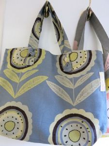 Knot Bag in Big Daisy Yellow Leaves